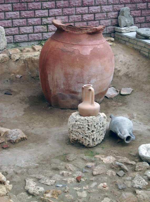 Раскопки Древней Евпатории, большая амфора