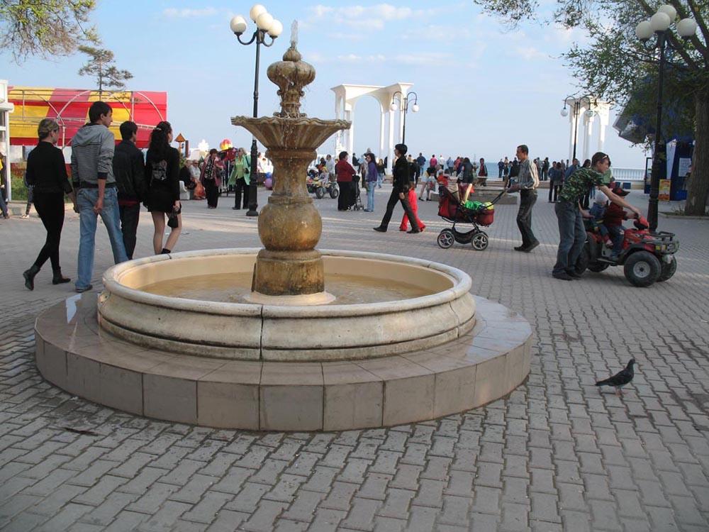Фонтан на центральной набережной