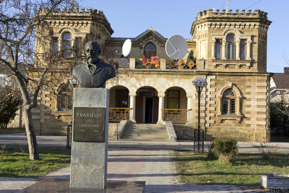 Памятник Голицыну Л.С.