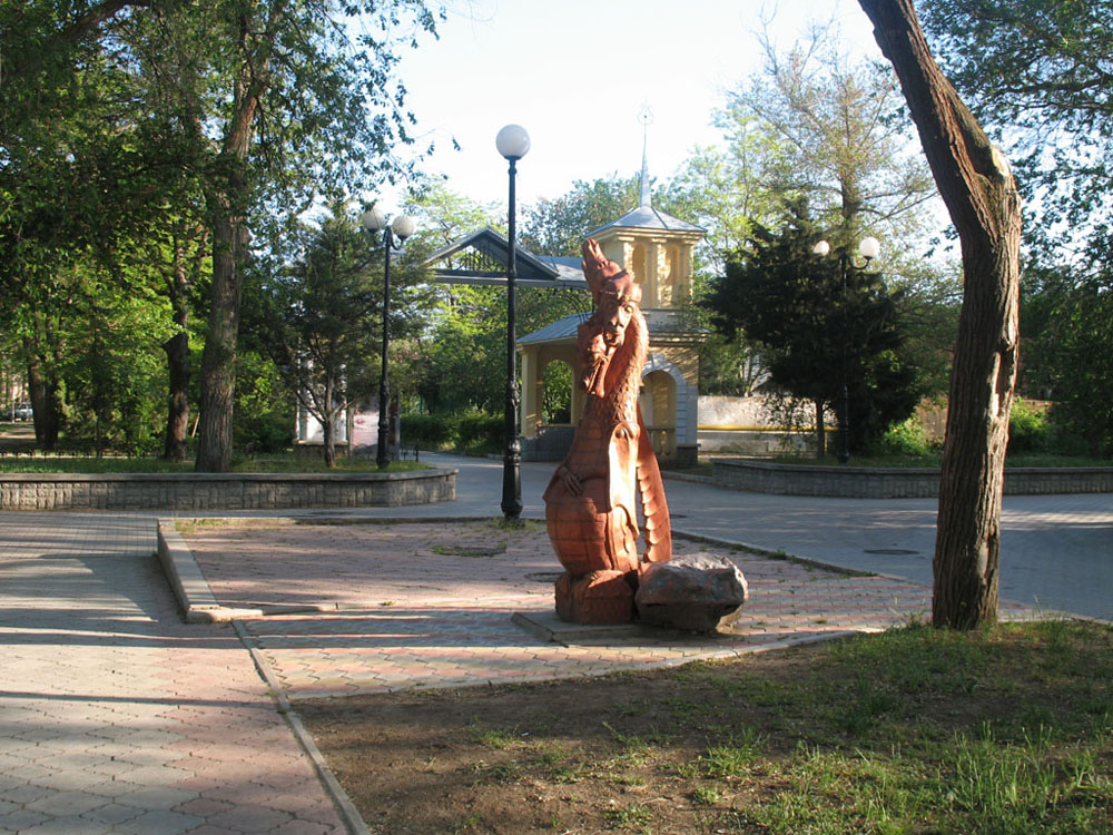 Скульптура змея Горыныча