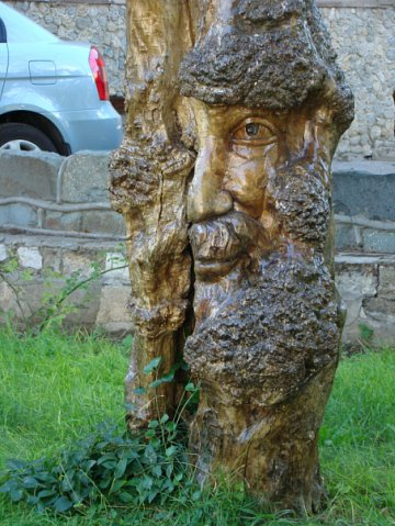 Скульптура из дерева