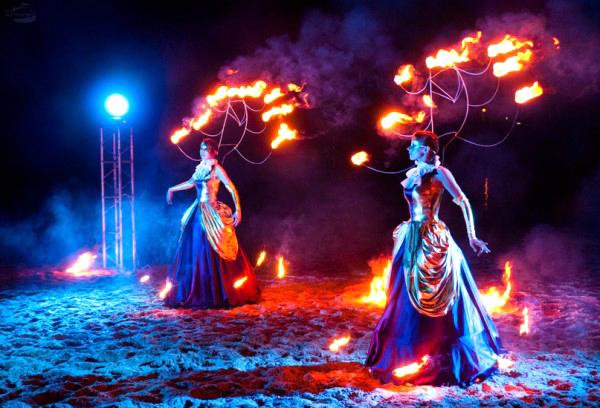 Выступление театра огня