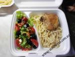 Куриное бедро, запеченное с чесноком, спагетти, салат Греческий