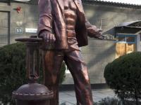 Памятник работнику ЖЭКа